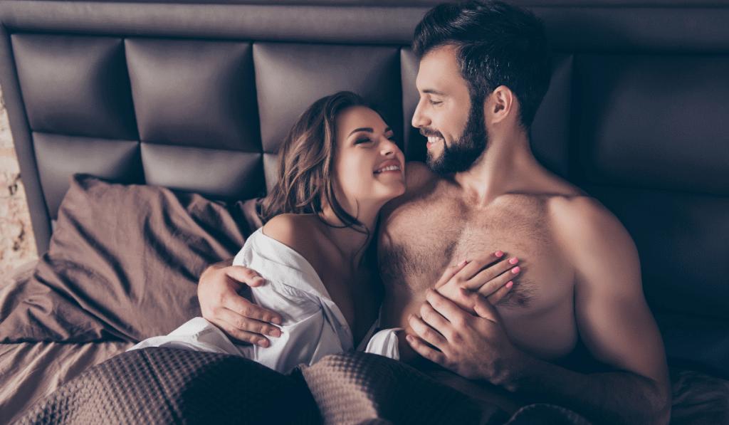 casal feliz após sexo